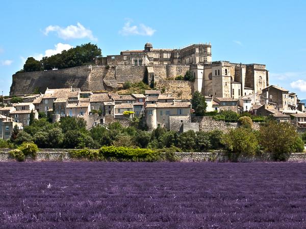 Village provenal de Grignan dans la drme en France