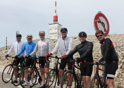 Cyclists in the Provence mountains